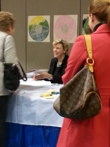 Cokie Roberts signing books